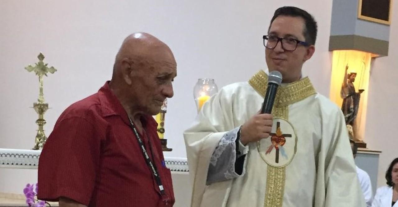 Pacote de macarrão é arrematado por R$ 12 mil em leilão de igreja após gesto humilde de idoso em Ituverava, SP