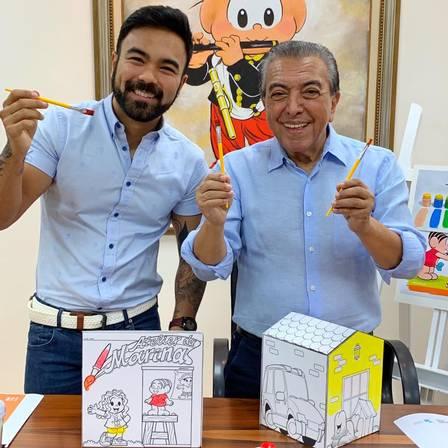 """Maurício de Sousa tira foto com namorado do filho: """"Meu genro!"""""""