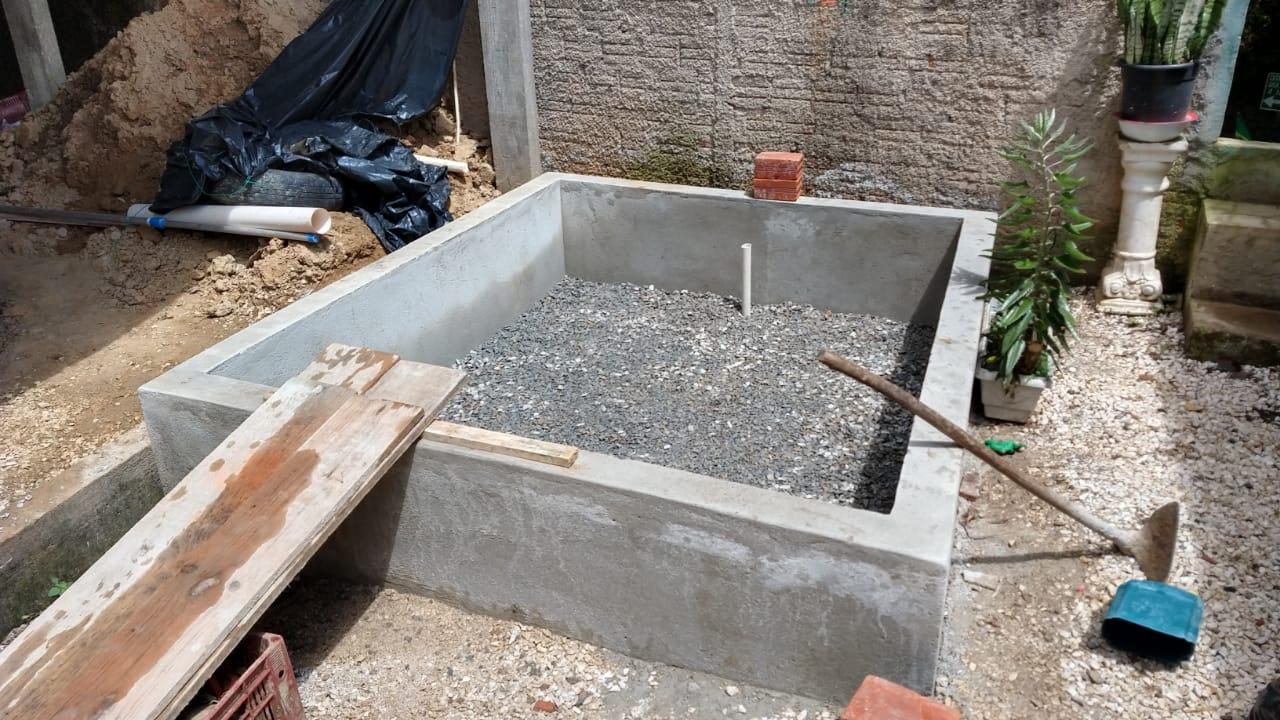 Morador constrói 'ecofossa' para comunidade sem esgoto em Colombo (PR) 4