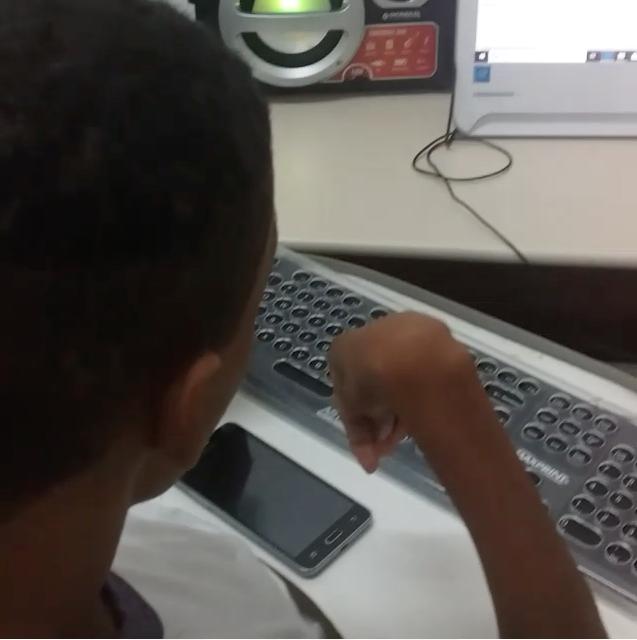 estudante paralisia cerebral descobre potencial escrita comecou celular