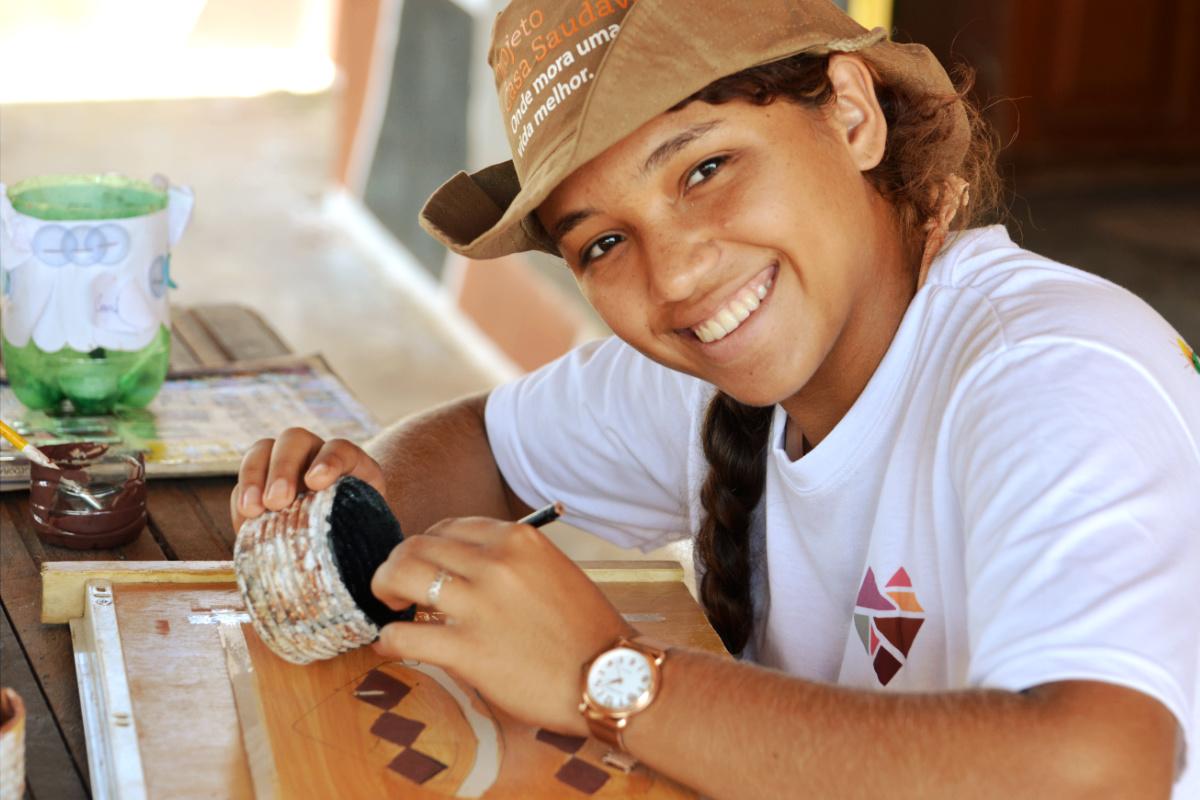 Sachê purificador leva água potável e muda vida de famílias do Jequitinhonha