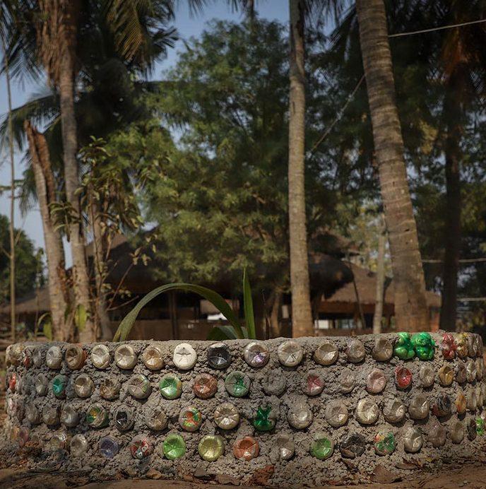 Escola aceita mensalidade paga em plástico ao invés de dinheiro na Índia