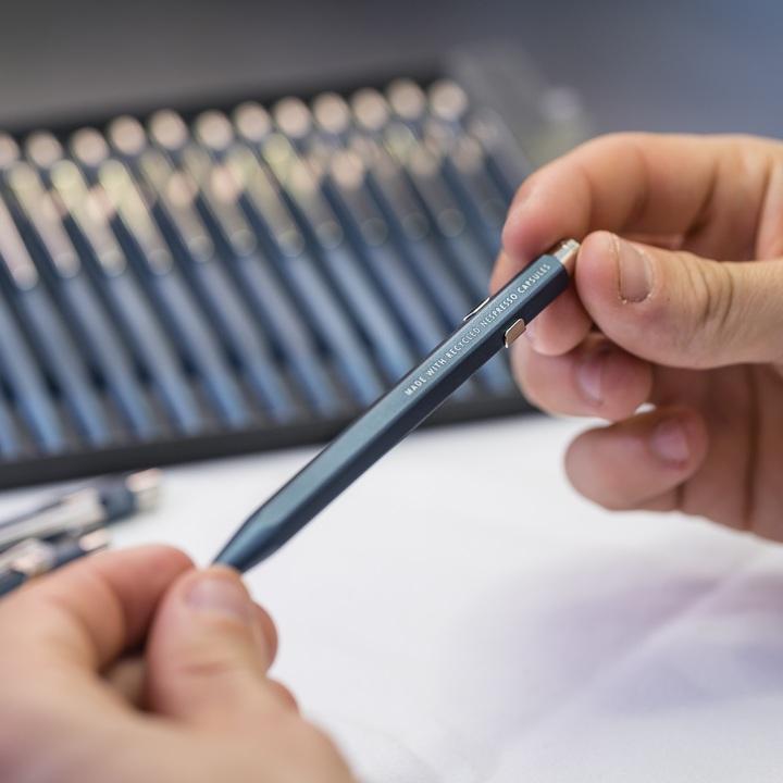 Nespresso apresenta caneta feita a partir de cápsulas recicladas