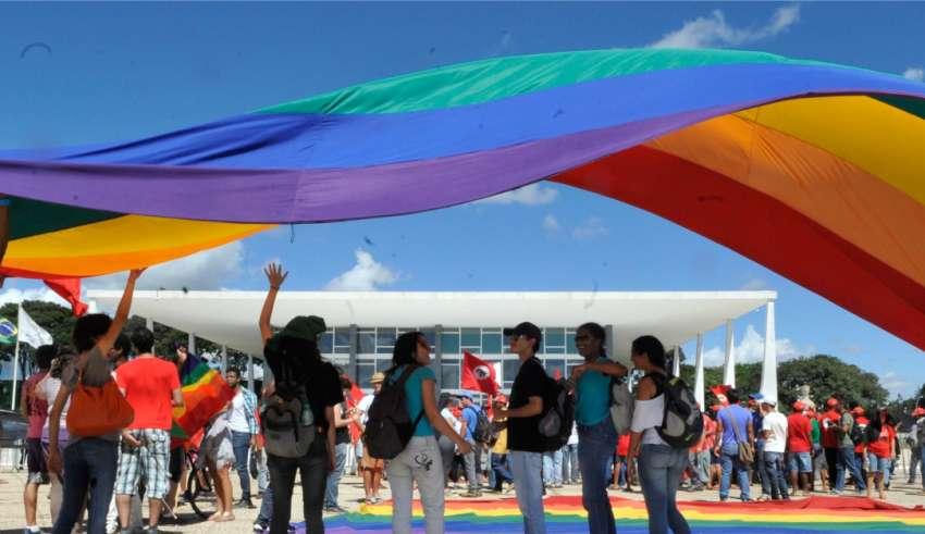 Agora é crime: homofobia e transfobia podem dar até 5 anos de prisão 1