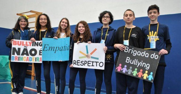 Alunos organizam ação social contra assédio em escola de Curitiba (PR)