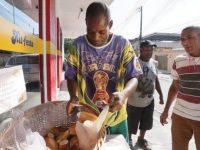 Padaria oferece cesto de pães de graça para aqueles que não podem pagar em Nilópolis (RJ)