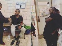 Professor tira os próprios sapatos e entrega para aluno participar de formatura