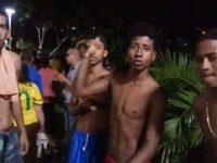 """""""Heróis do Dique"""": Quatro jovens mergulharam no dique para salvar idoso de carro que capotou"""