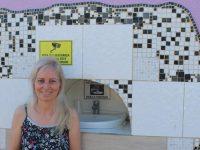 """Com a intenção de """"fazer o bem sem olhar a quem"""", uma advogada de Porto Velho decidiu abrir o muro da casa dela para ajudar o próximo."""