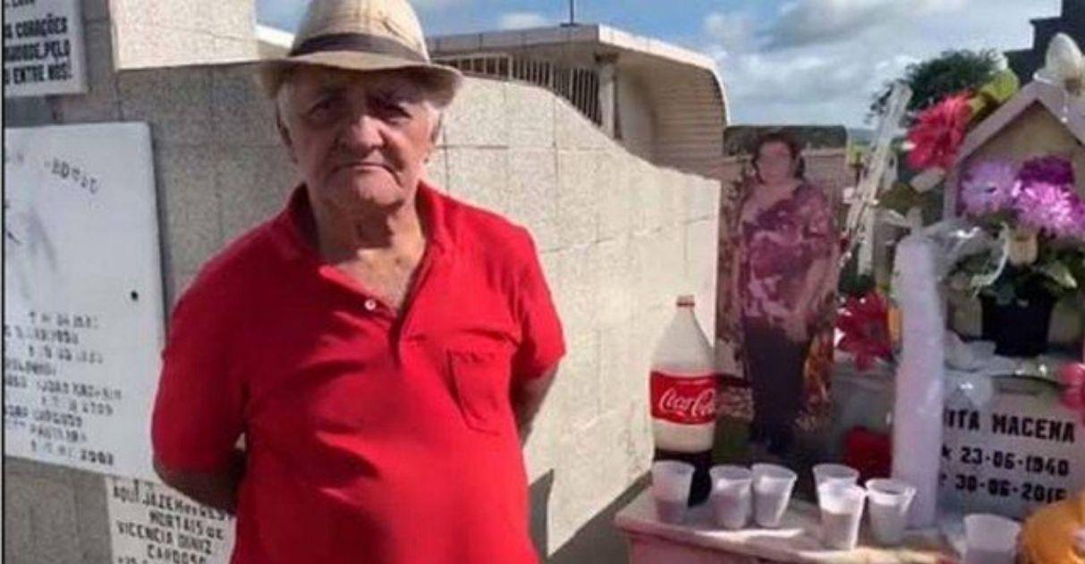 Homem comemora aniversário de esposa falecida no cemitério: 'Nunca deixei de amá-la'