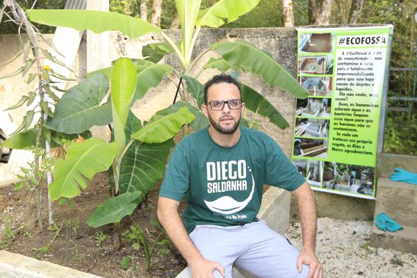 Cidadão constrói ecofossa para comunidade sem esgoto