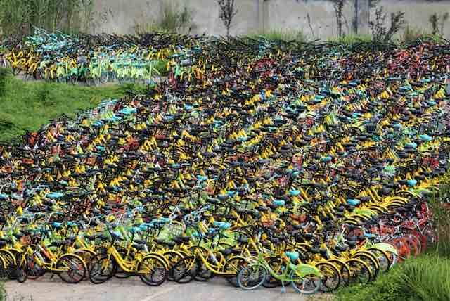 Empresário compra 10 mil bicicletas que iriam para o lixo e doa a crianças carentes