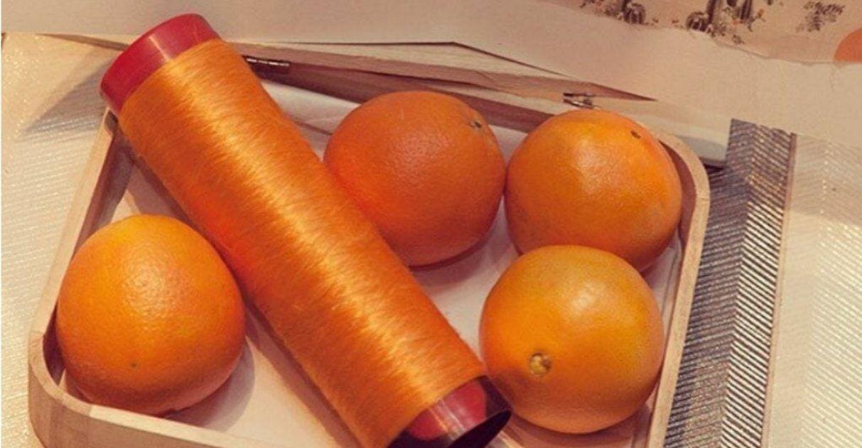 Feita do bagaço da laranja, seda vegana viabiliza criação de tecidos leves e sustentáveis