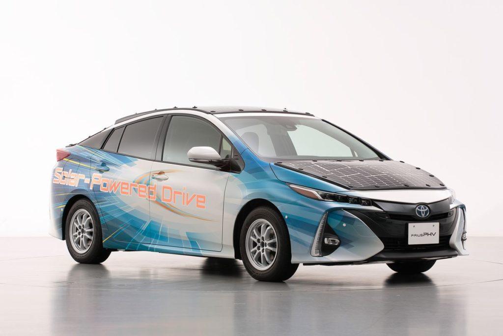 Toyota desenvolve carro elétrico que carrega enquanto está em movimento