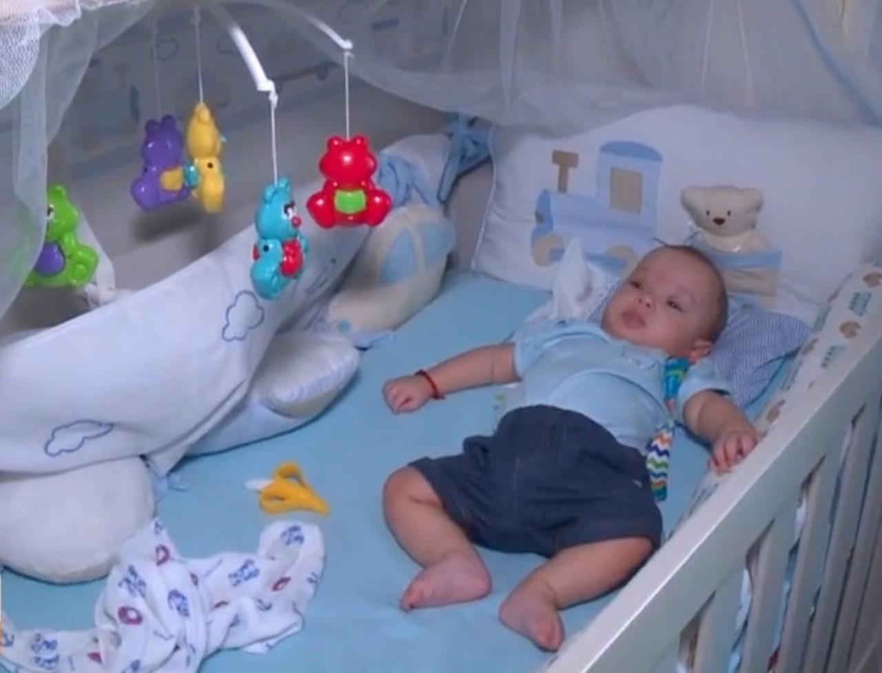 Aluna do projeto 'Samuzinho' salva irmão de sete meses engasgado com leite materno