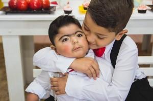 Bebê com síndrome rara que não fala e não anda transforma vida de sua família