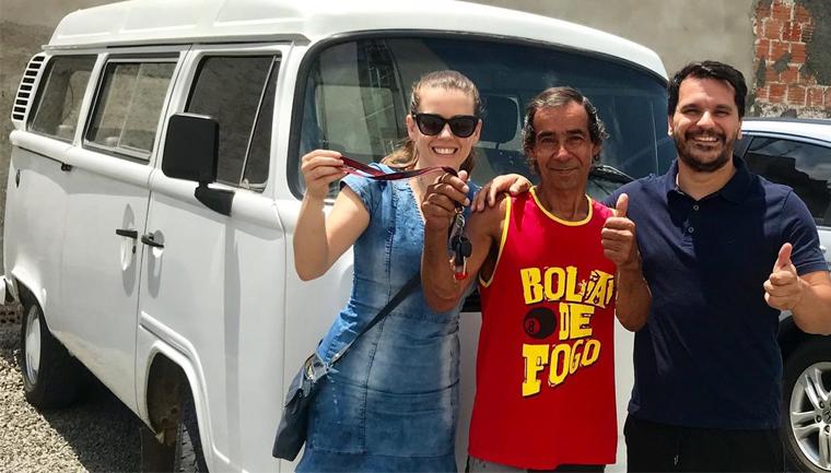 Reciclador paga empréstimo de R$ 7 mil em um dia para comprar Kombi no RS