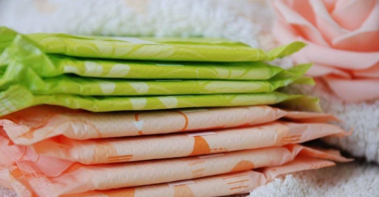 Câmara do Rio aprova distribuição de absorventes em escolas municipais