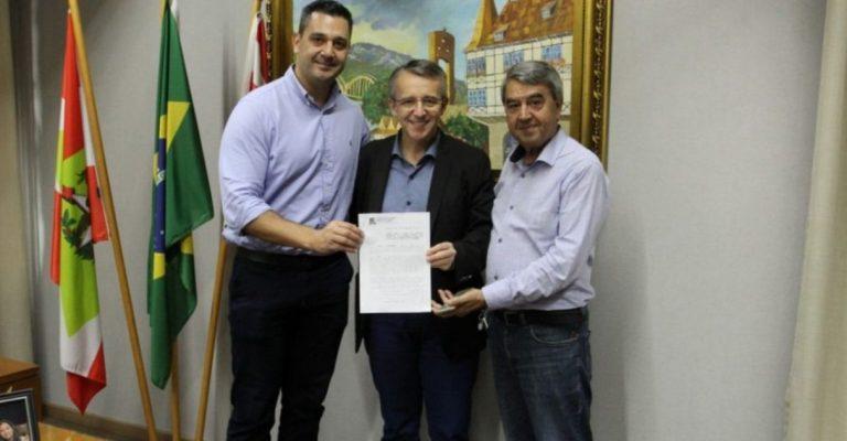 Prefeito sanciona lei que autoriza doação de sobras de comida em Blumenau (SC)