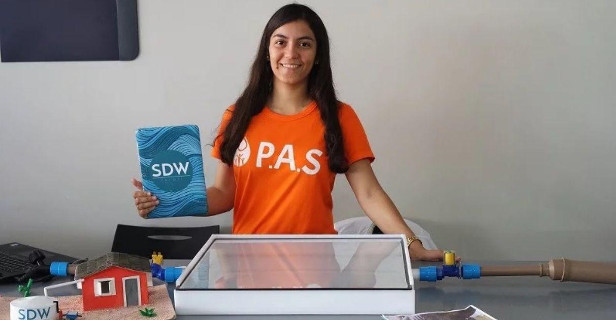 Estudante brasileira desenvolve sistema purificador de água da chuva com energia solar