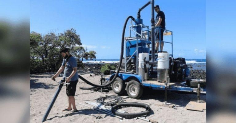Estudantes criam equipamento que suga partículas de microplástico das praias