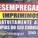 Gráfica faz impressão gratuita de currículos para quem procura emprego em Fortaleza (CE)
