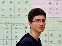 Estudante autista de Vitória (ES) é ouro na Olimpíada Brasileira de Matemática