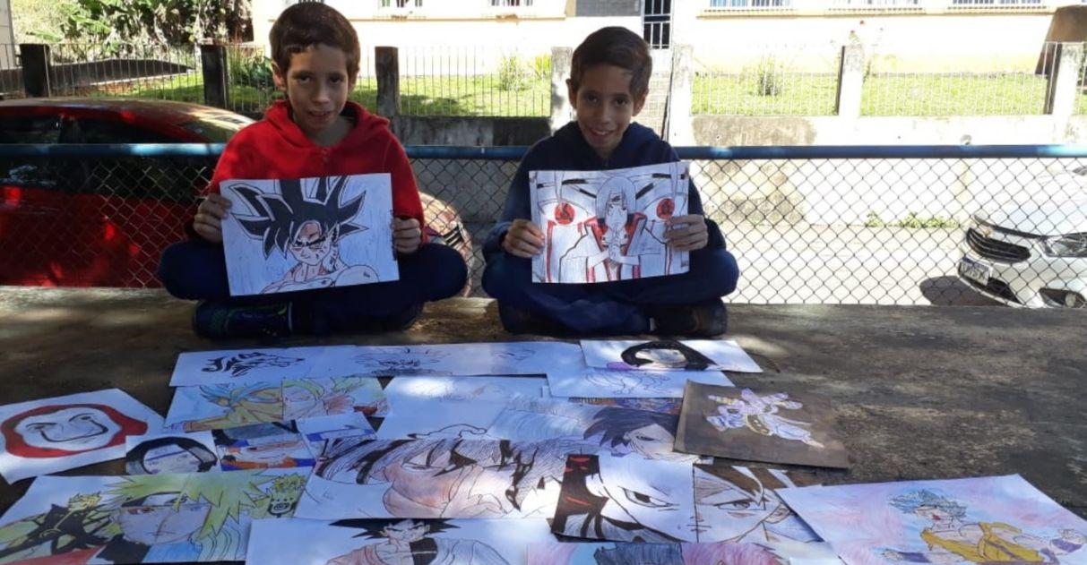 Crianças trocam desenhos por agasalhos para moradores de rua em Volta Redonda (RJ)
