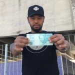 Rapaz encontra jovem que lhe deu R$ 100 por engano no ônibus