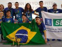Estudantes ganham torneiro de robótica nos EUA com invenção de chiclete de pimenta