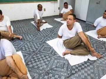 Yoga transforma rotina e melhora saúde física e mental de presos em SP
