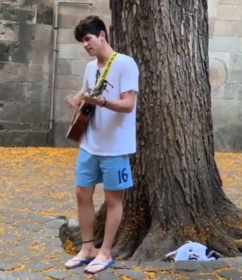 brasileira cantor humilhado barcelona lidera apoio internet
