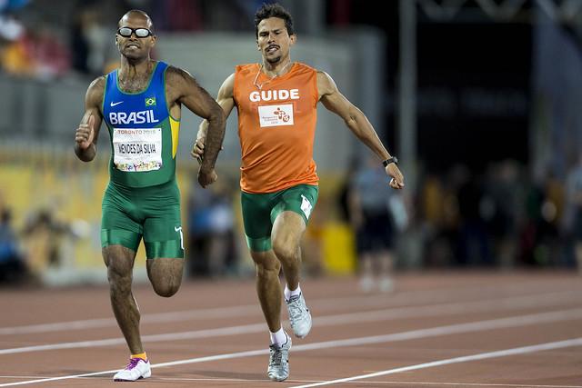 paratleta atletismo correndo