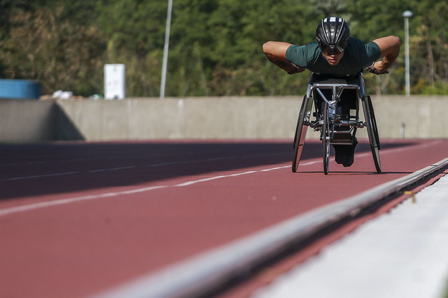 corredora cadeira rodas