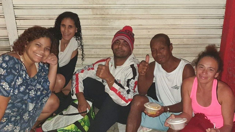 Jovem Rocinha troca festa aniversário doações moradores rua