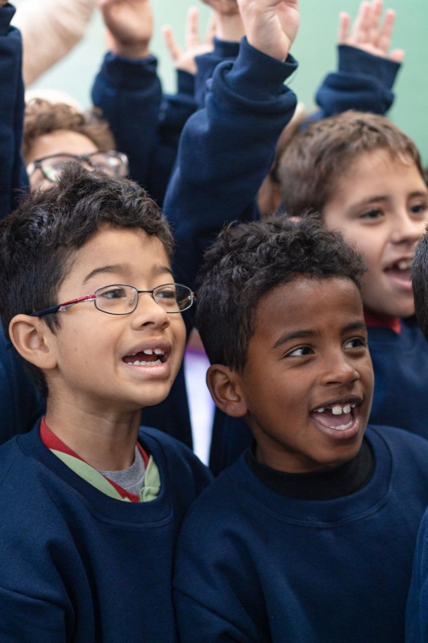 crianças comunidade carente curitiba surpreendidas lanche agasalho volta às aulas