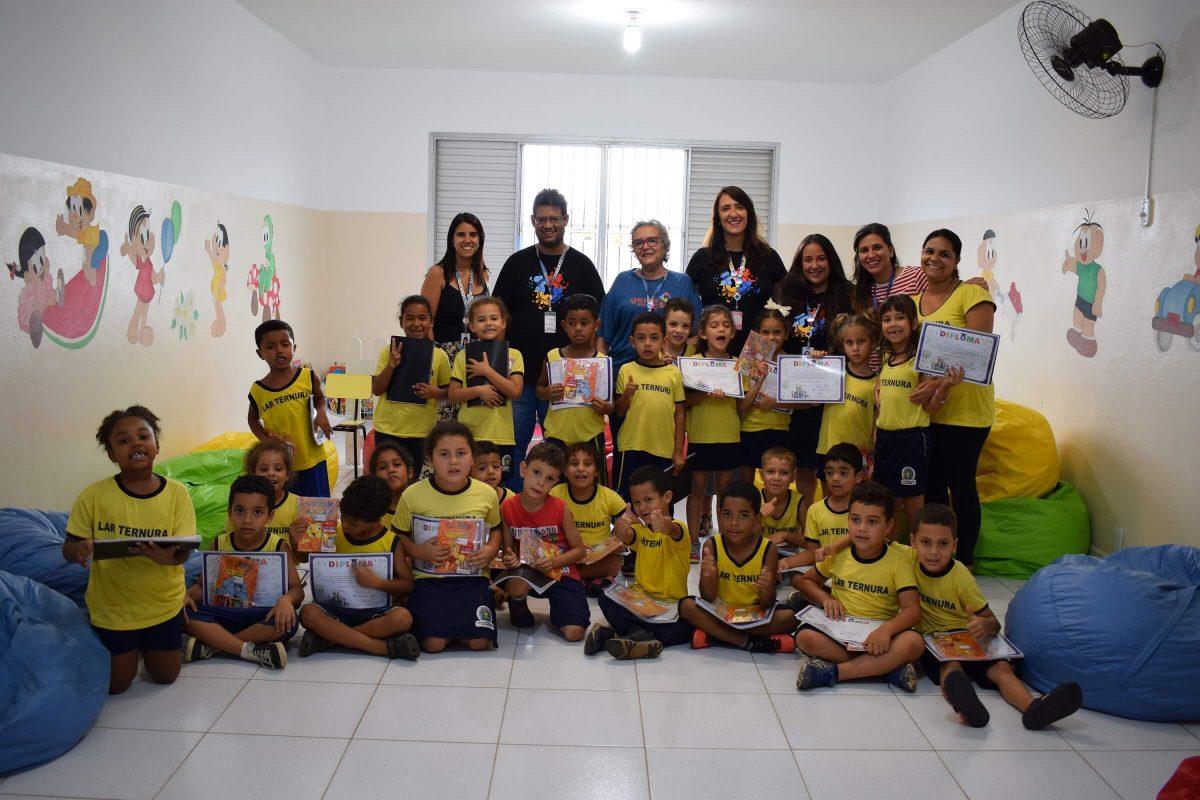 funcionários empresa alunos projeto educação ação voluntariado
