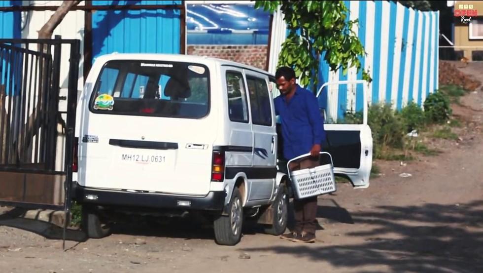 Indiano poupa dinheiro comprar ambulância ajudar animais abandonados