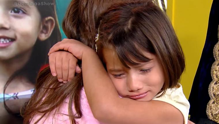 Menina chorou ganhar bolo doa cabelo criança alopecia