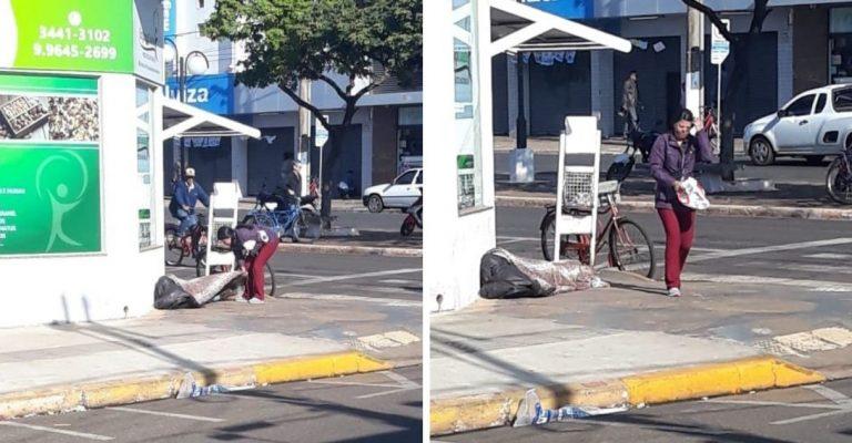 Mulher compra cobertor proteger morador de rua frio Nova Andradina