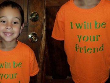 Menino aulas camiseta recado coleguinhas solitários serei seu amigo