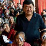Médico devolve visão milhares pessoas situação vulnerável Nepal