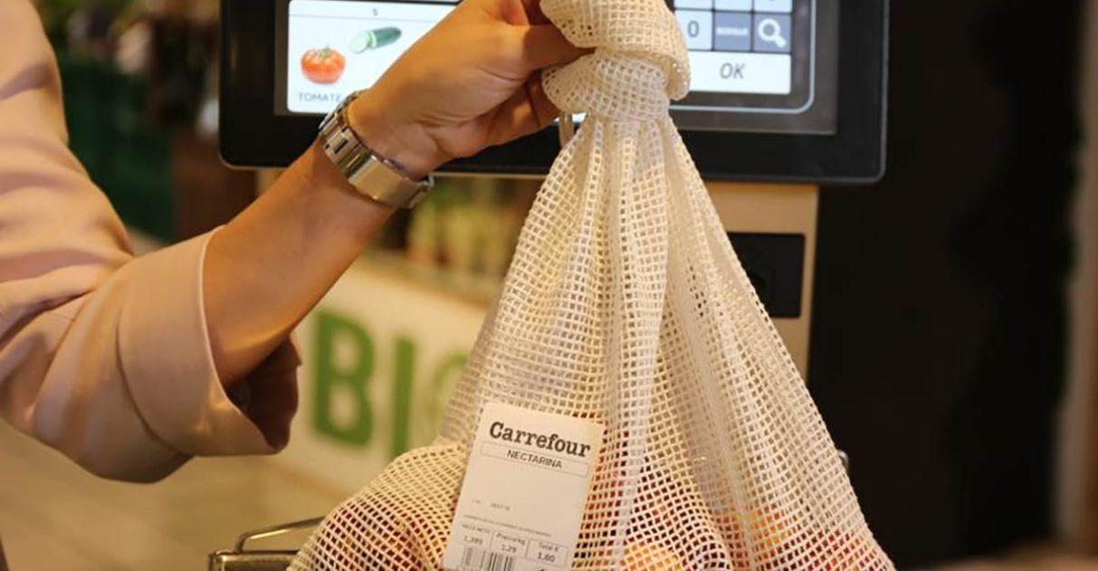 Carrefour substitui sacolas plásticas redes algodão compra frutas verduras