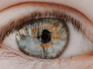 Cientistas criam lente de contato capaz de dar zoom com piscadas
