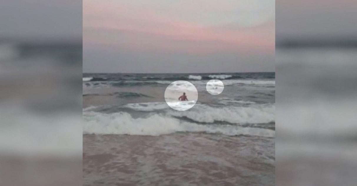 Bombeiro férias salva pai filhos afogamento praia RJ
