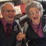 Casal de idosos juntos há 68 anos usam roupas combinadas todos os dias