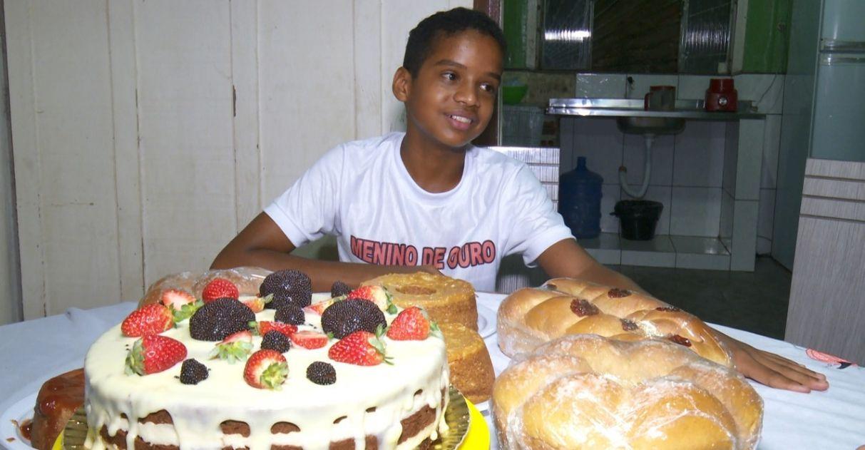 Leia também:Professora de creche na periferia ganha bolo de aniversário surpresa de pais de aluna