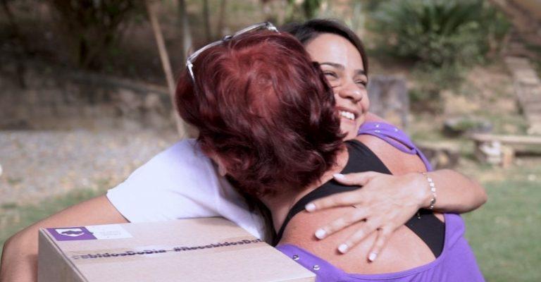 atendente nubank abraça cliente