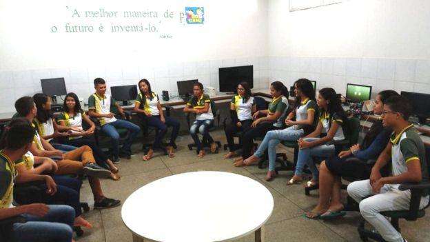 reunião estudantes escola