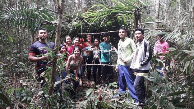 estudantes escola floresta